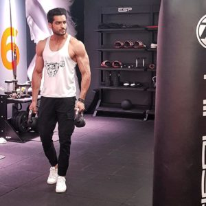 omer shahzad pakistani male celebrities gives major fitness goals 30