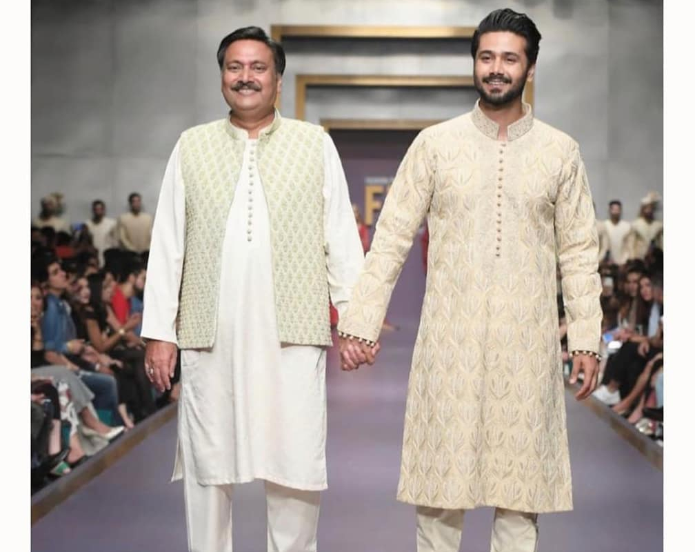 Ali Abbas Pens An Emotional Note For His Father Waseem Abbas - Phupo