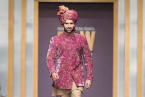 Muneeb Butt Showbiz A-Listers Walked Ramp And Stole The Limelight At Fashion Pakistan Week (4)